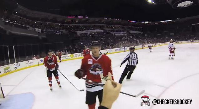 Eishockey Schiri mit Helmkamera
